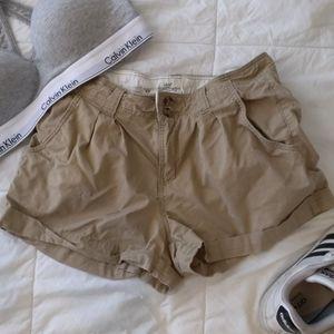🌟2 for $20✨Tan khaki shorts tortoiseshell buttons